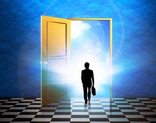 大きく開け放たれたドアの夢