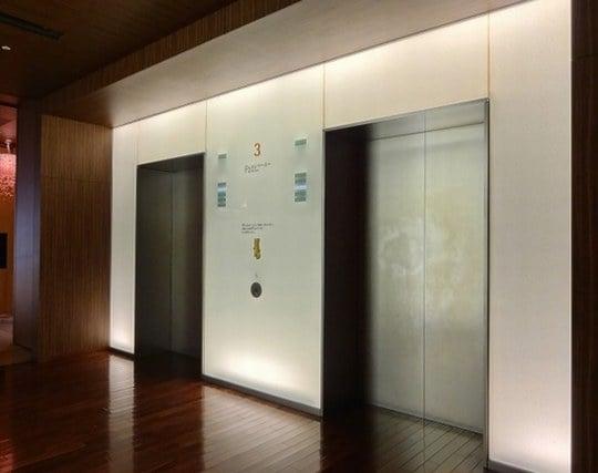 エレベーターが途中で止まる夢