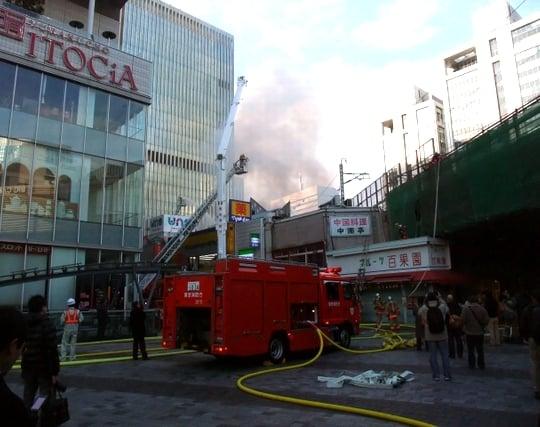 消防車が火事に放水する夢