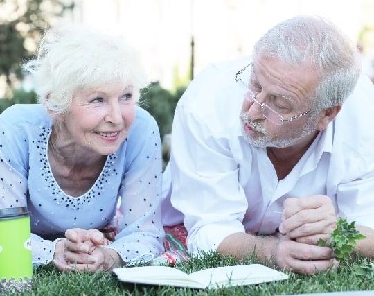 穏やかな表情の祖父母の夢