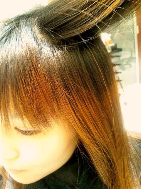 髪の毛を<strong>染める</strong>夢