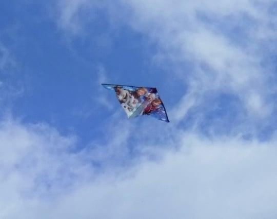 凧が空高く揚がる夢