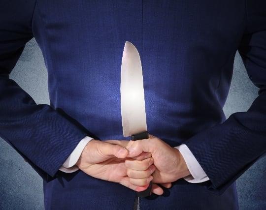 自分がナイフを持つ夢