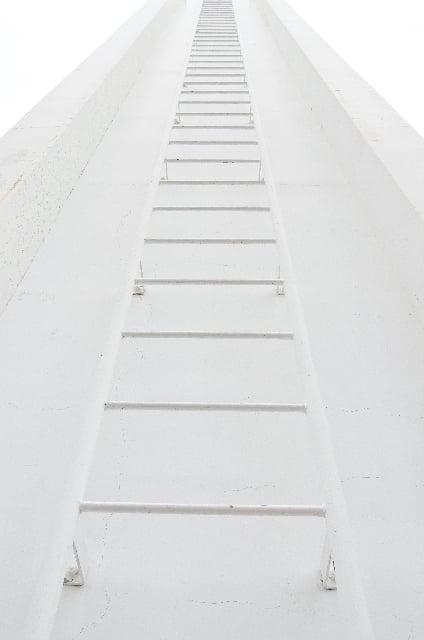 長い梯子を登る夢