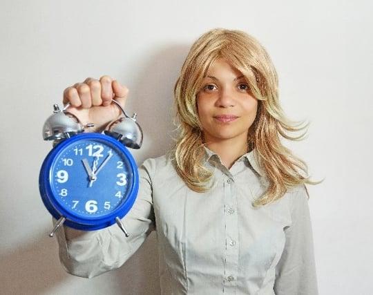 遅刻しそうなのにのんびりしている夢