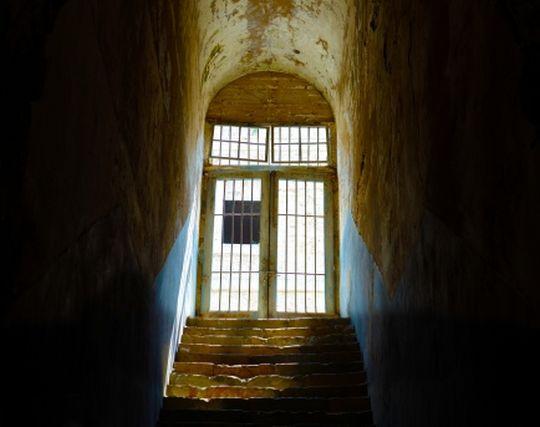刑務所に入る夢