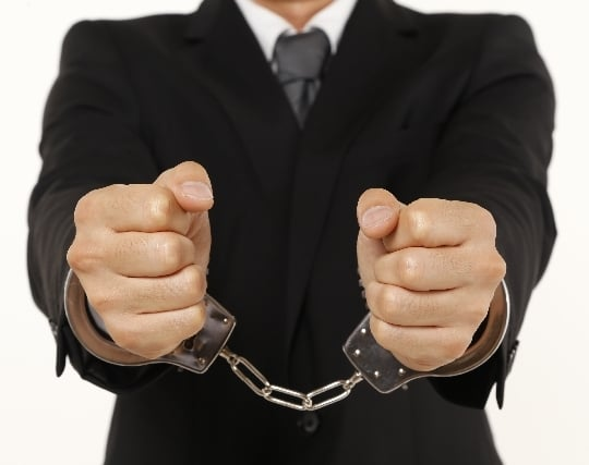 泥棒の自分が警察官に逮捕される夢