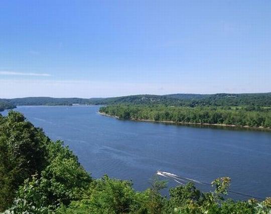 綺麗な水がゆったり流れる大きな川の夢