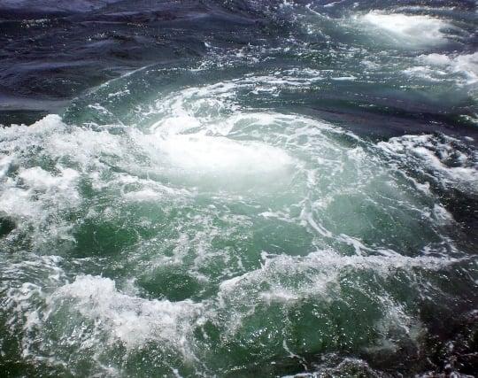 渦巻く川の夢