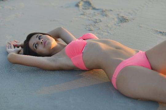 水着を着て<strong>海岸</strong>でのんびり過ごす夢