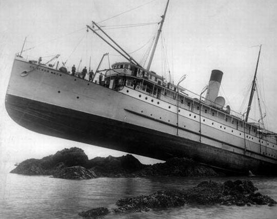 座礁した客船