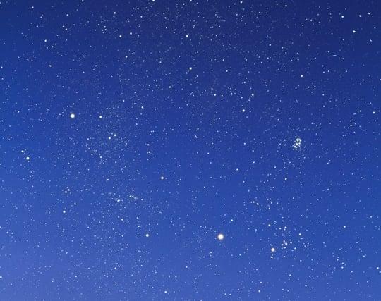 星がきらめく素敵な<strong>夜</strong>空の夢