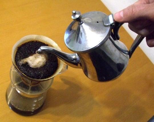 人にコーヒーを入れる夢