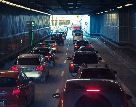 車が交通渋滞に巻き込まれる夢