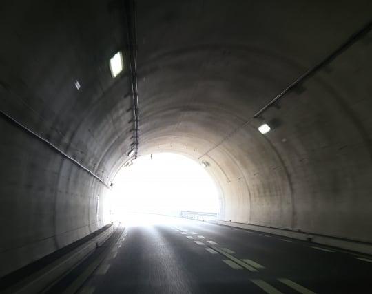 トンネルの出口に差し掛かる夢