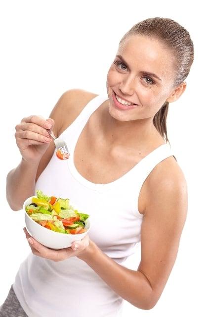 鮮度の良い野菜サラダを食べる夢