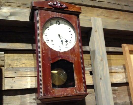 柱時計の振り子の動きを見ている夢