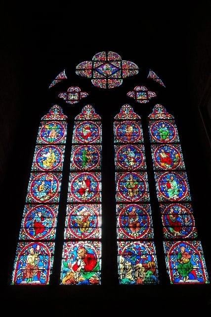 美しいステンドグラスの窓の夢
