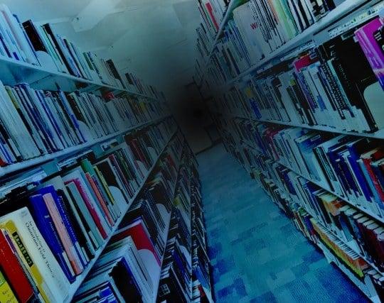 図書館で停電になる夢