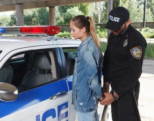犯罪を犯して<strong>警察</strong>に捕まる夢
