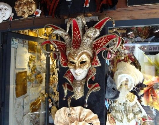 カーニバルで仮装する夢