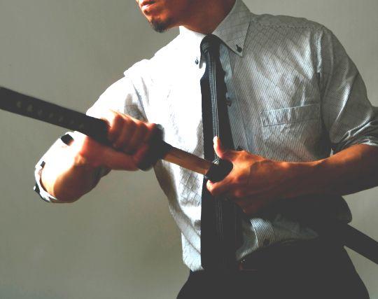 刀を持った人と戦う夢