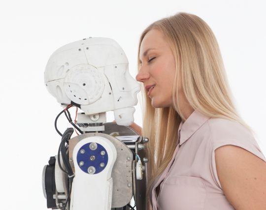 ロボットにキスされる夢
