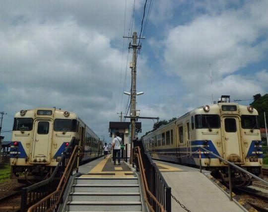 駅のホームで実家に帰る電車を探す夢