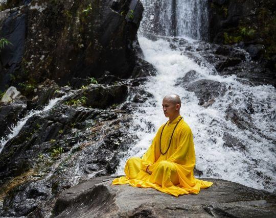 僧侶が修行する夢