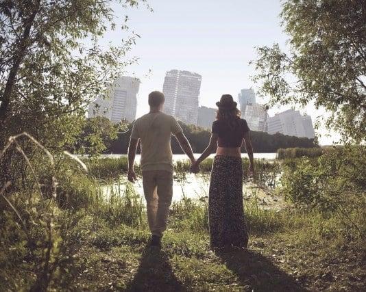 地震に遭って恋人と一緒に逃げる夢