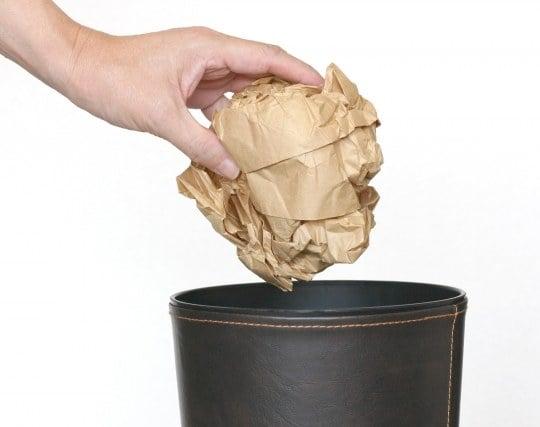 ゴミをゴミ箱に捨てる夢