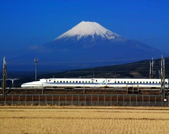 新幹線に乗って目的地へ向かう夢