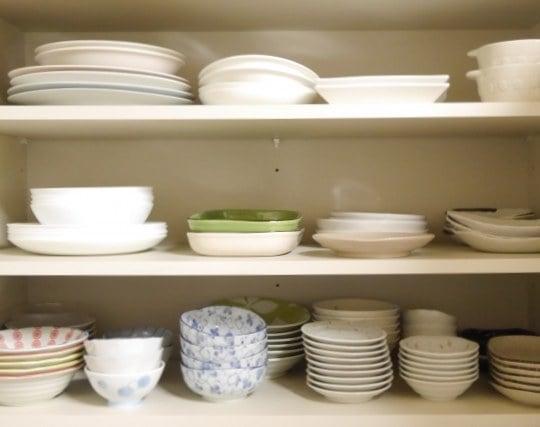 きちんと整理整頓された食器棚の夢