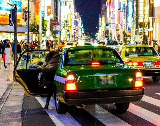 一人でタクシーに乗る夢