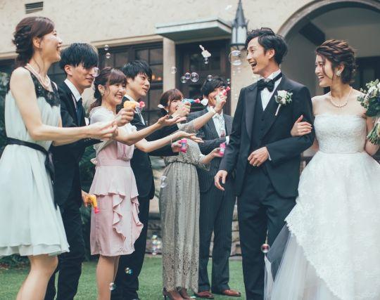 自分の結婚式に参列者がたくさん集まる夢