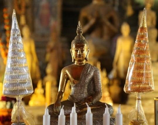 仏像に願い事をする夢