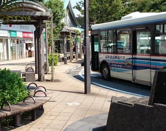 バス停でバスを<strong>待つ</strong>夢