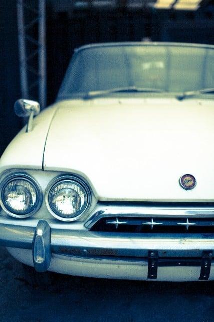 クラシックカーを運転する夢