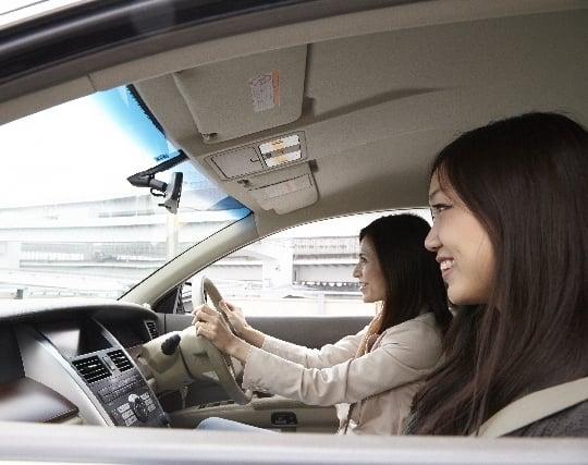 人を乗せて車を運転する夢