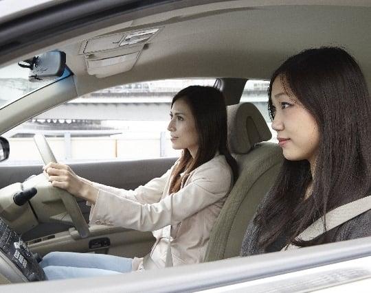 人を乗せてドライブする夢