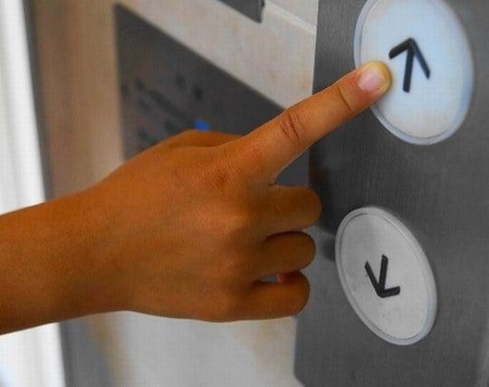 エレベーターで上がる夢