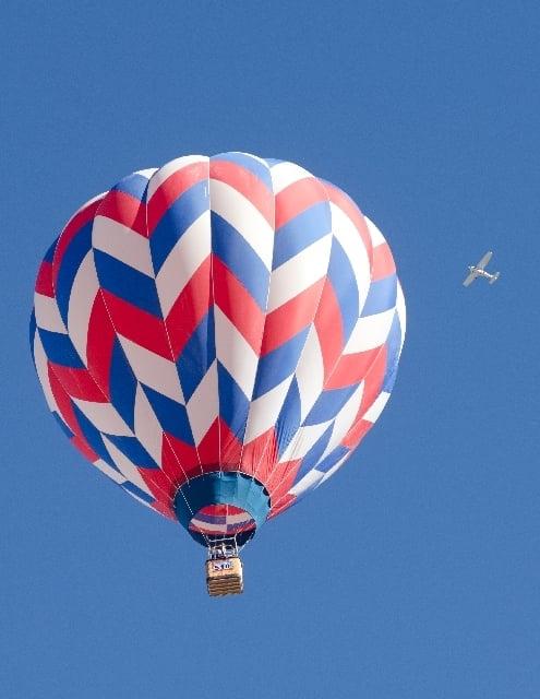 気球に乗って空を飛ぶ夢
