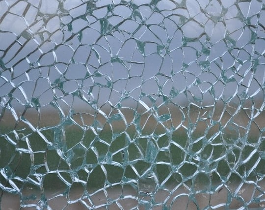 ガラスが割れる夢