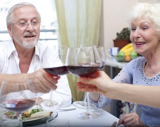 祖父母と一緒に<strong>食事</strong>をする夢