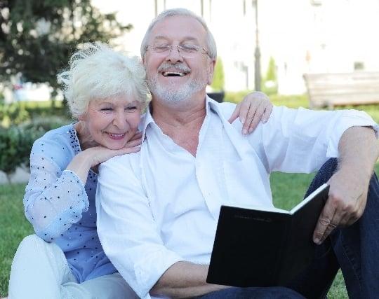 仲良くしている祖父母の夢