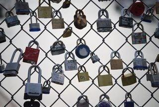 沢山の鍵の中から鍵を選び出す夢