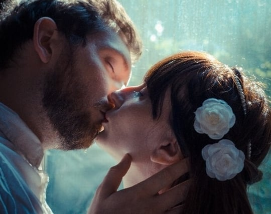 結婚相手と誓いのキスをする夢