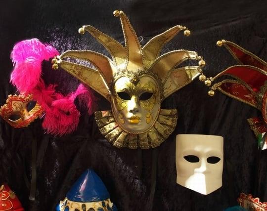 仮面舞踏会に参加する夢