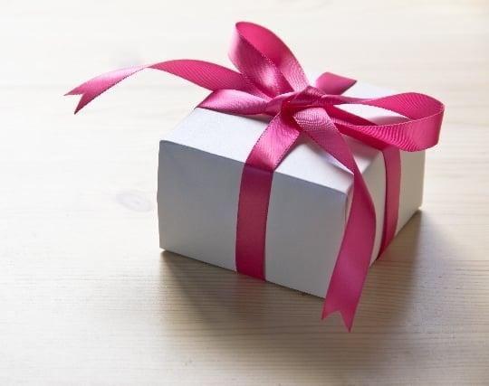 母親から贈り物を受け取る夢