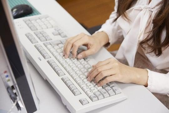 オフィスで<strong>パソコン</strong>を使う夢